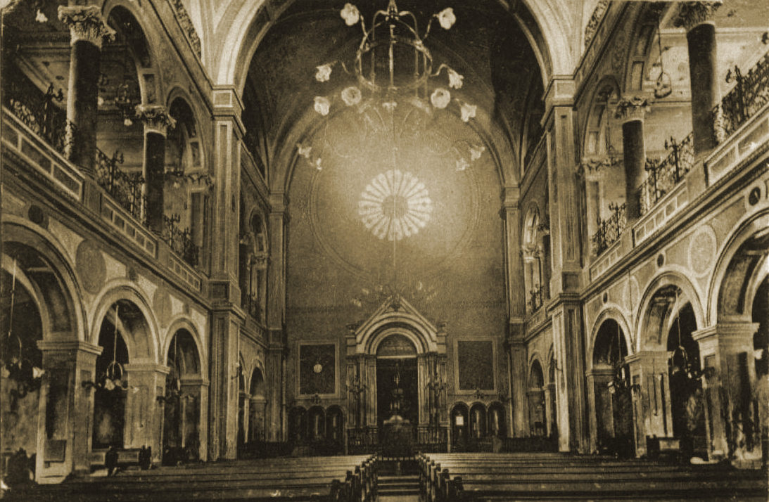 Pápa_synagogue_inside_old