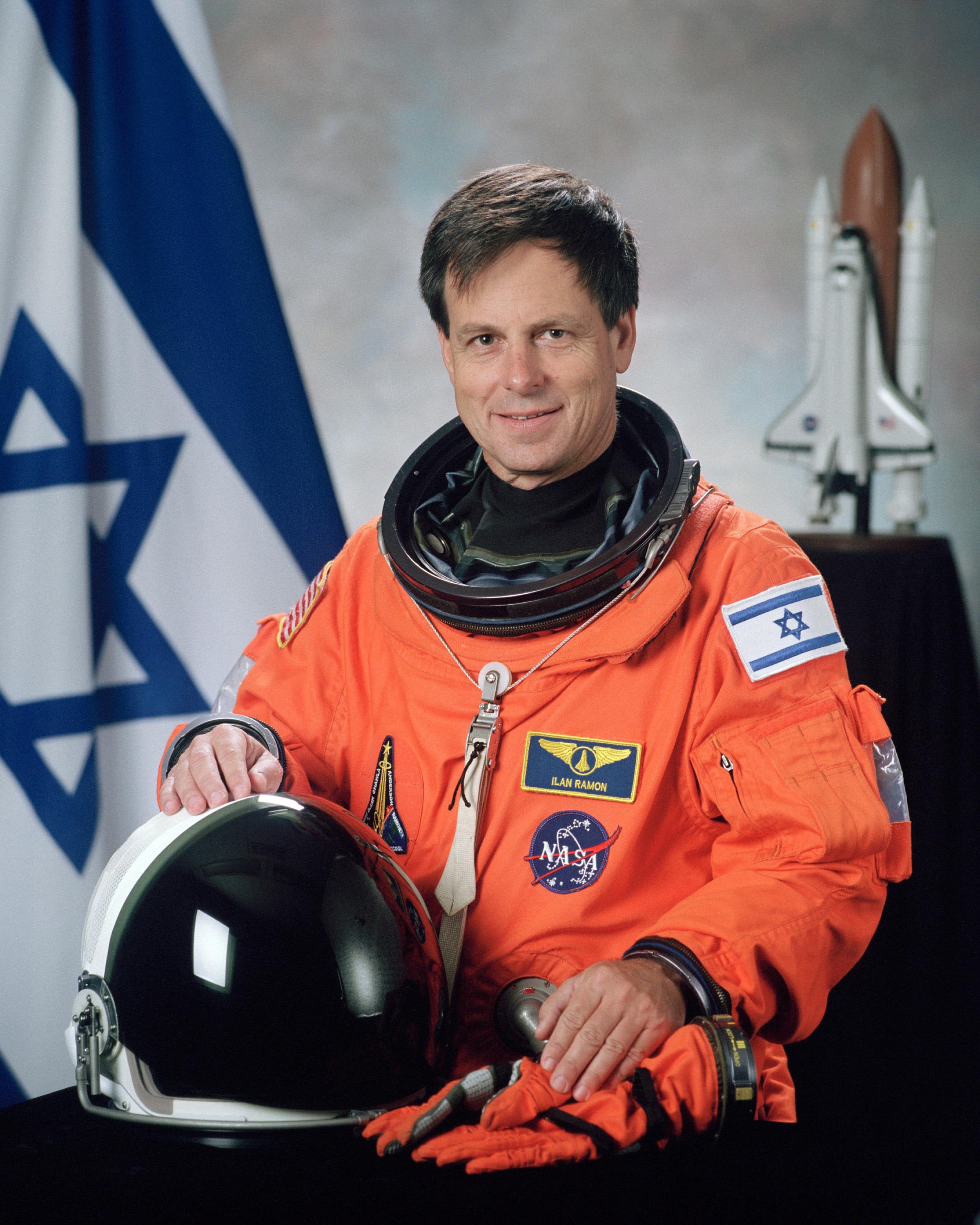 Ilan_Ramon,_NASA_photo_portrait_in_orange_suit