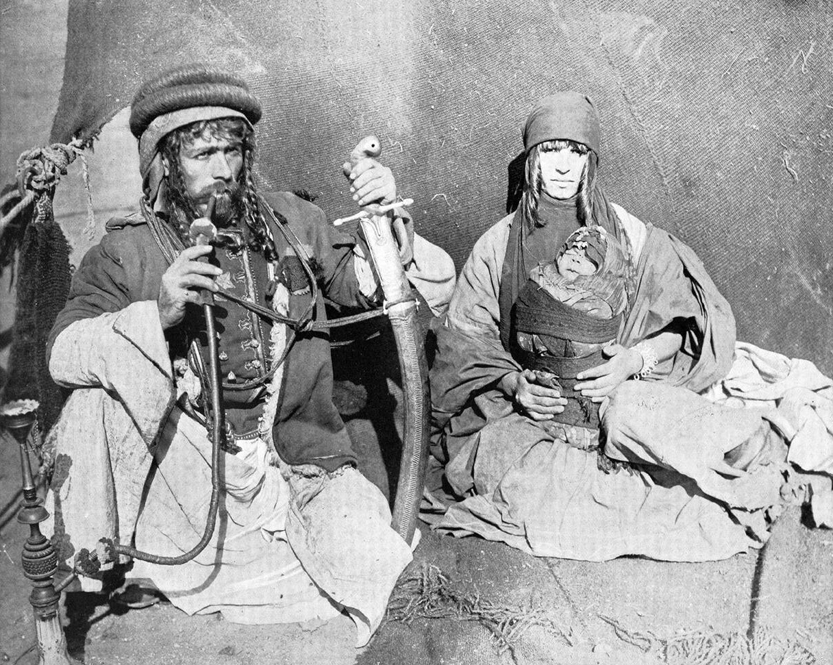 Syrian_Bedouin_Kahlil_Sarkees_with_family,1893_World's_Columbian_Exposition